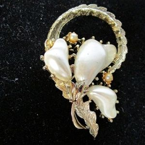 Coro vintage flower brooch with pearl
